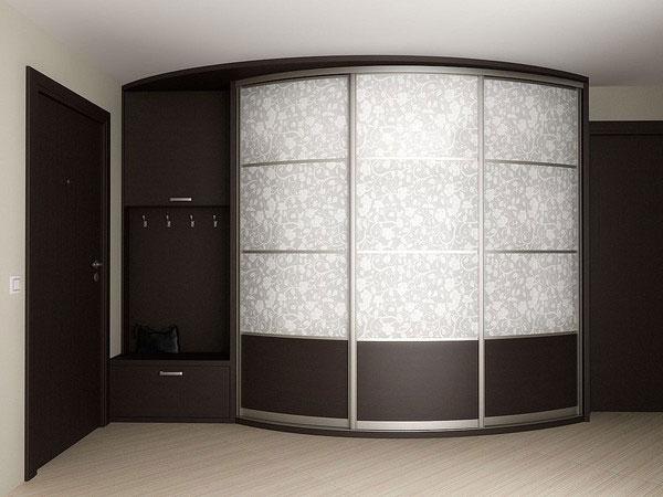 Радиусный шкаф нишей для одежды