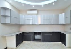 Кухня в черно-серой цветовой гамме