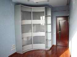 Угловой шкаф-купе с матовым стеклом