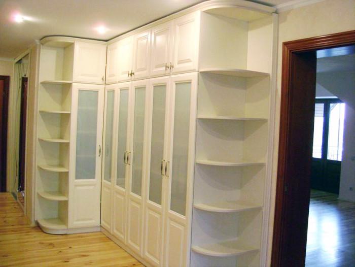 Шкаф угловой в классическом стиле с фасадами МДФ
