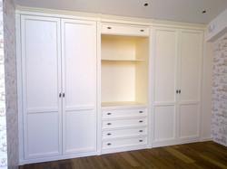 Распашной шкаф для спальни