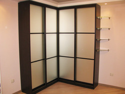 Матовый угловой шкаф-купе в комнату