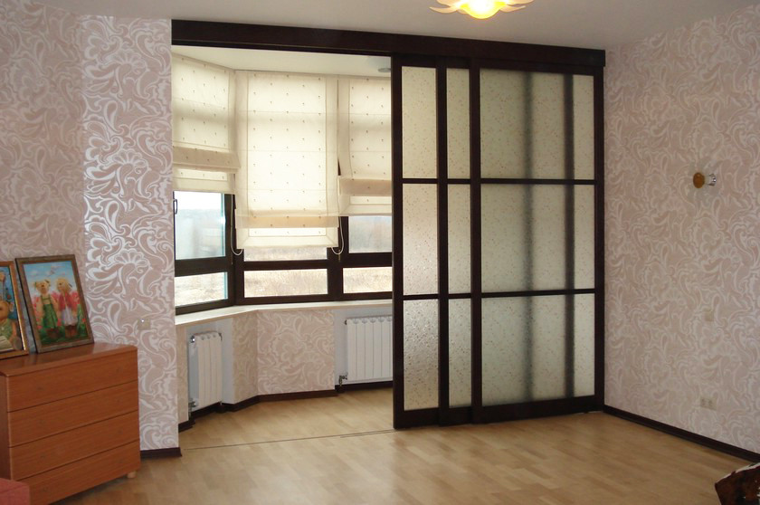 Двери-купе с декоративным стеклом