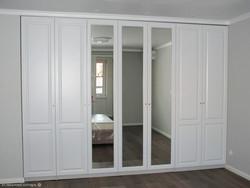 Распашной шкаф с фасадами с зеркалом