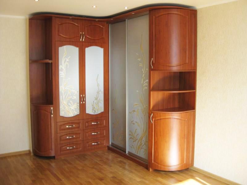 Угловой шкаф с радиусными консолями
