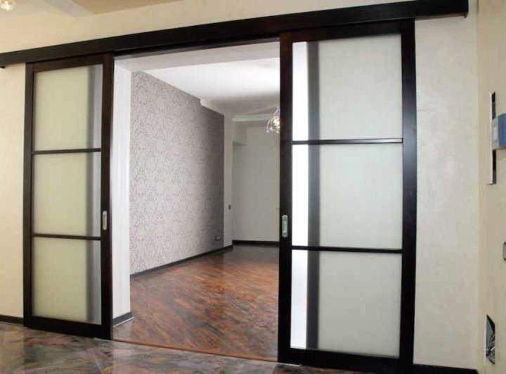 Двери-купе с матированным стеклом