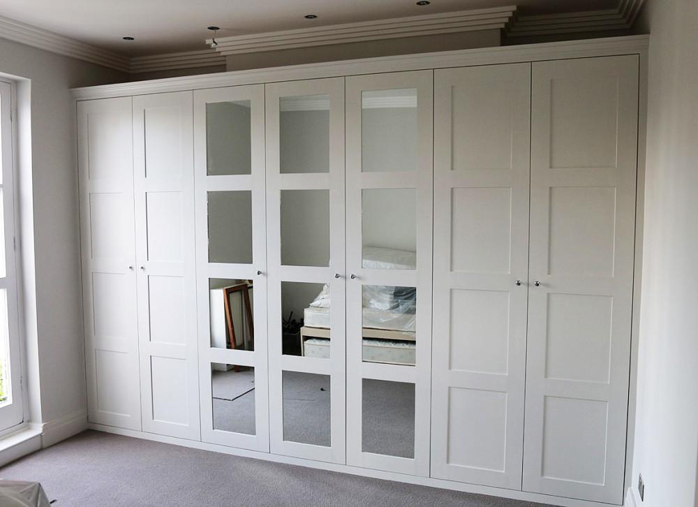 Распашной шкаф в скандинавском стиле