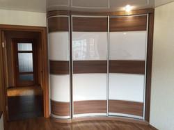 Радиусный шкаф-купе для спальни