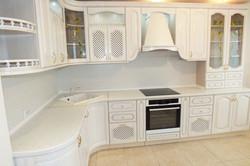 Угловая кухня в классическом стиле 4