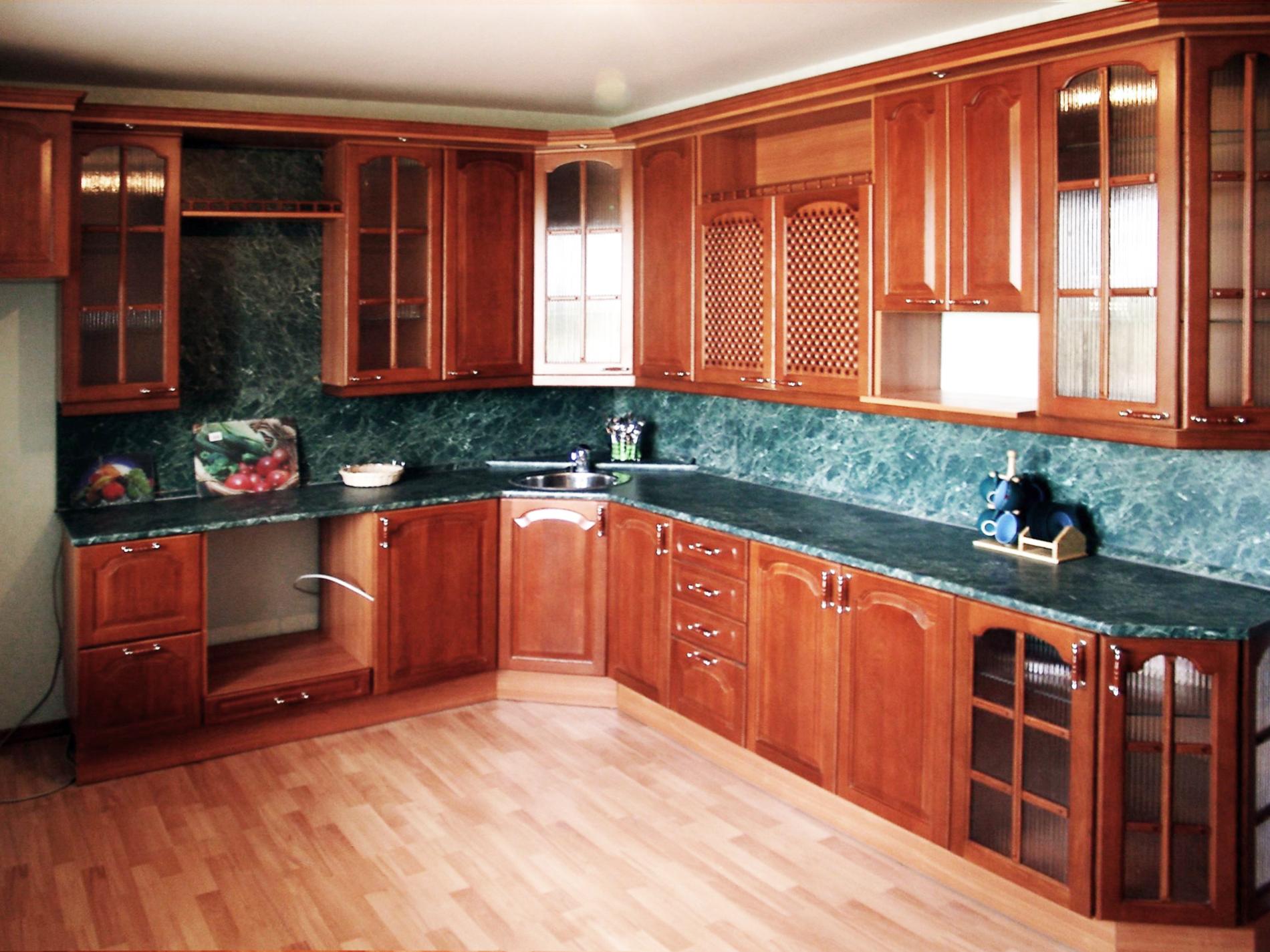 """Кухня с фасадами цвета """"Яблоня"""""""
