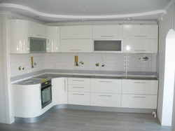 Кухня угловая белая глянцевая