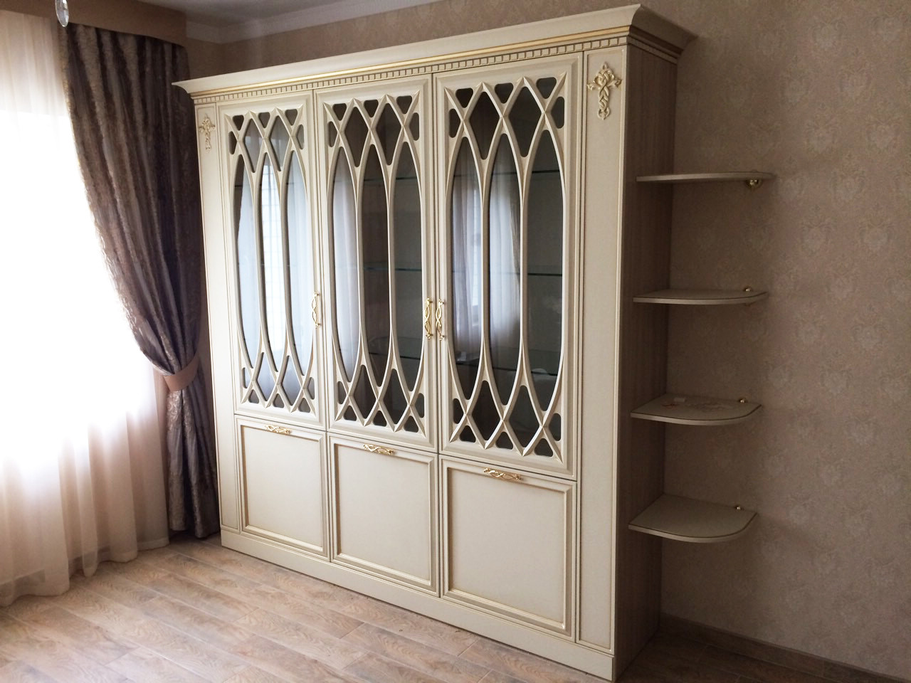 Шкаф с фасадами из фрезерованной МДФ в классическом стиле