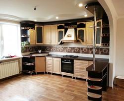 Кухня в коричнево-бежевом цвете