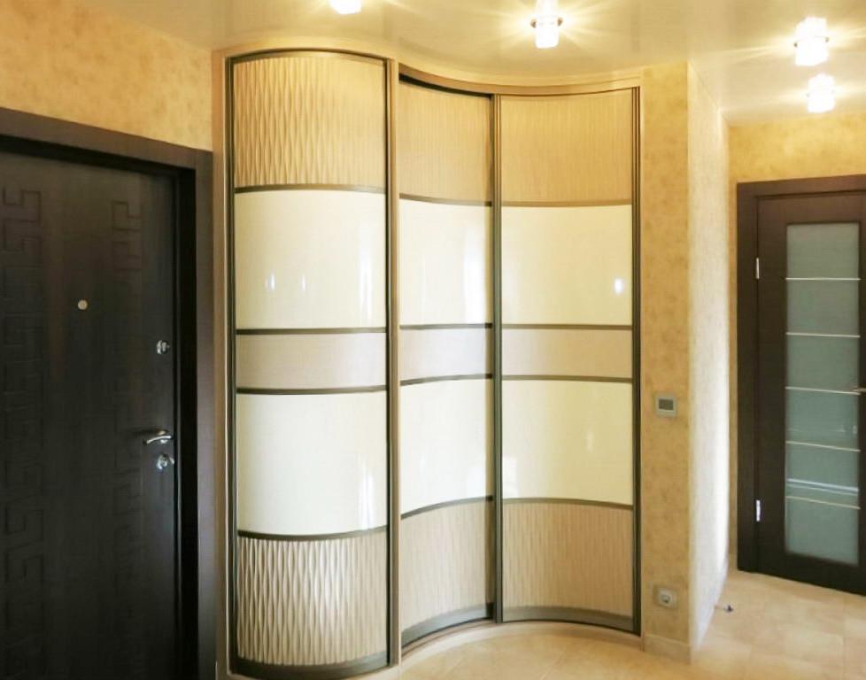 Радиусный шкаф-купе с декоративным пластиком