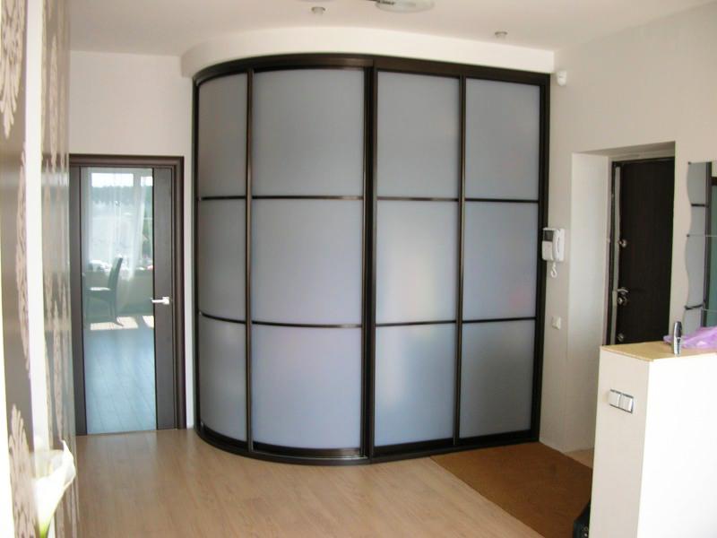 Матовый радиусный шкаф-купе
