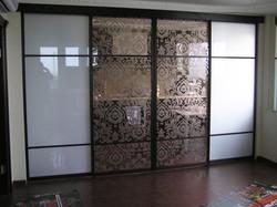 Перегородка с декоративным зеркалом