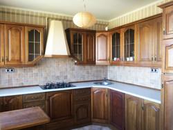 Кухня с тонированными фасадами