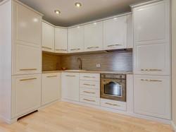 Классическая кухня с белыми фасадами