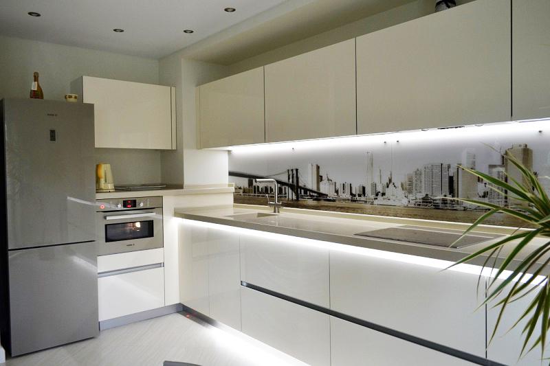 Угловая кухня Хай-Тек