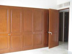 Шкаф с распашными фасадами для офиса