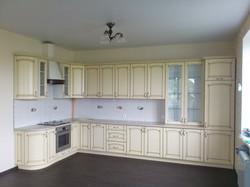 Угловая кухня в стиле прованс