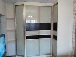 Шкаф-купе с декоративными вставками