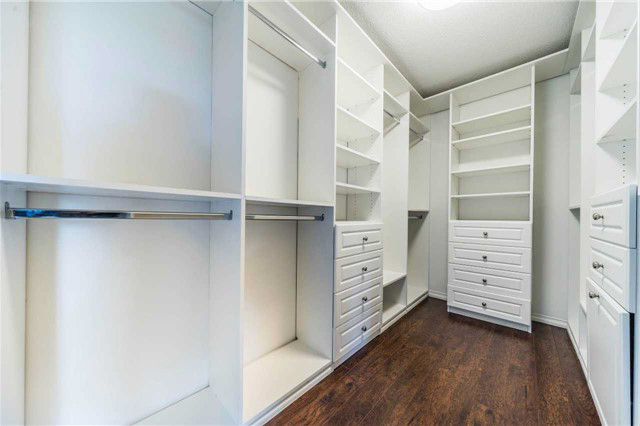 Гардеробная комната в скандинавском стиле