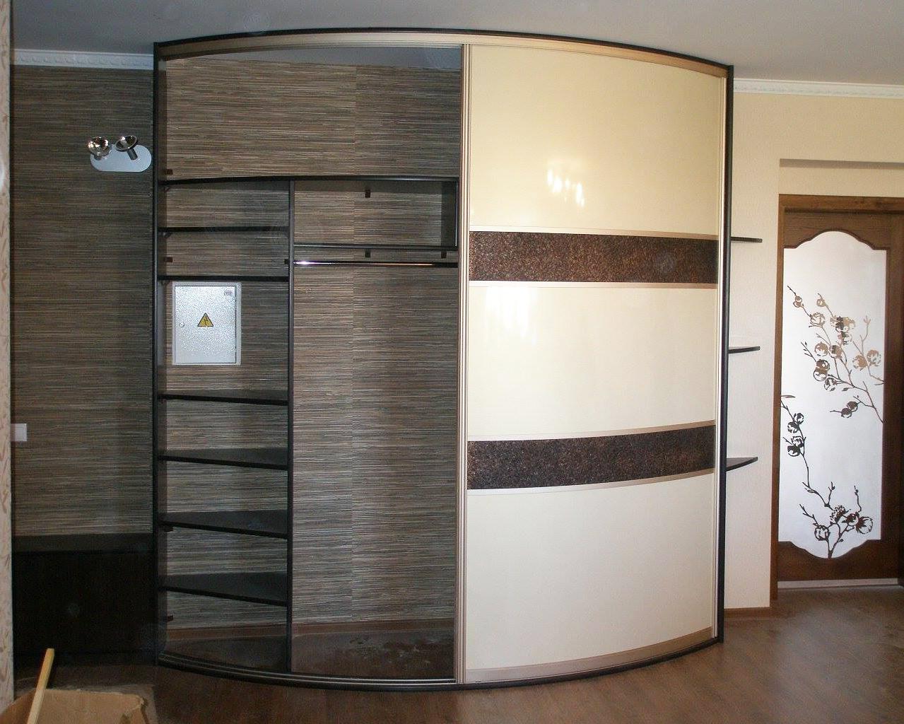 Радиальный шкаф-купе с вставками