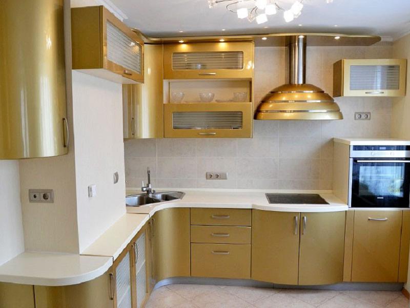Угловая кухня в золотом цвете