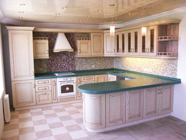 """Кухня со столешницей цвета """"Малахит"""""""