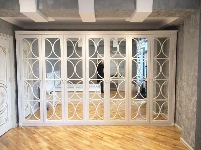 Шкаф с распашными фасадами из МДФ в белой эмали