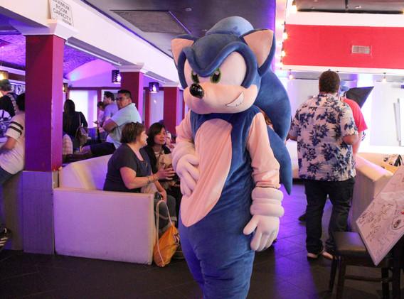 Sonic Mascot Cosplayer
