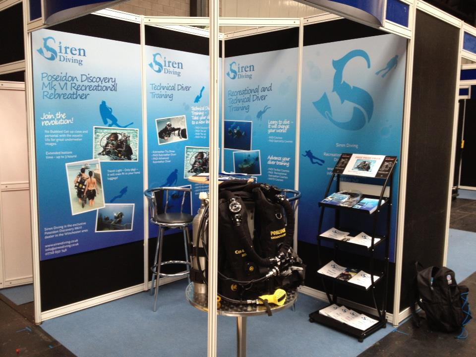 Dive show stand