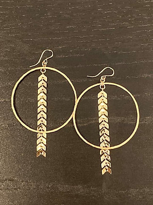 14k Gold Layered Ivy Chain on Hand-hammered Gold Earrings