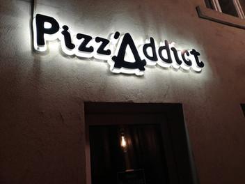 Pizz'Addict by night