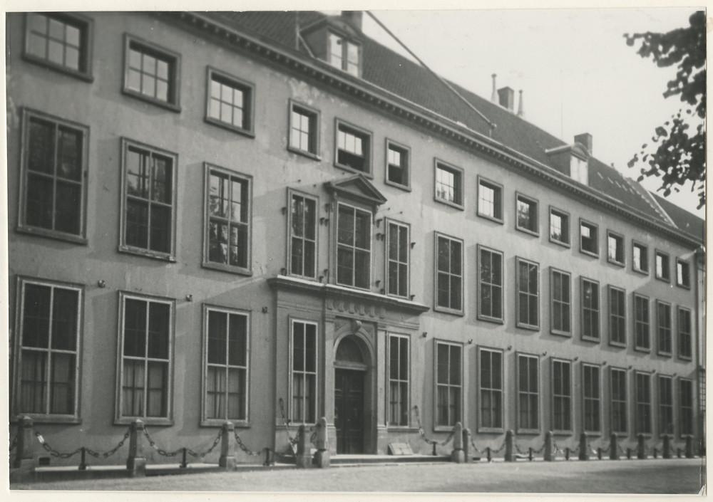 Algemeen Hoofdkwartier in Den Haag 1954