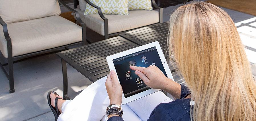 Control4 automaatiojärjestelmää voi ohjata melkein millä tahansa älypuhelimella tai tabletilla