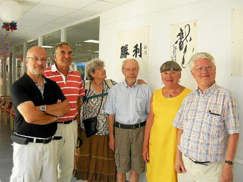 Marie-Pierre et Albert Longuier ont commenté les rouleaux de peinture chinois exposés à l'Ehpad.
