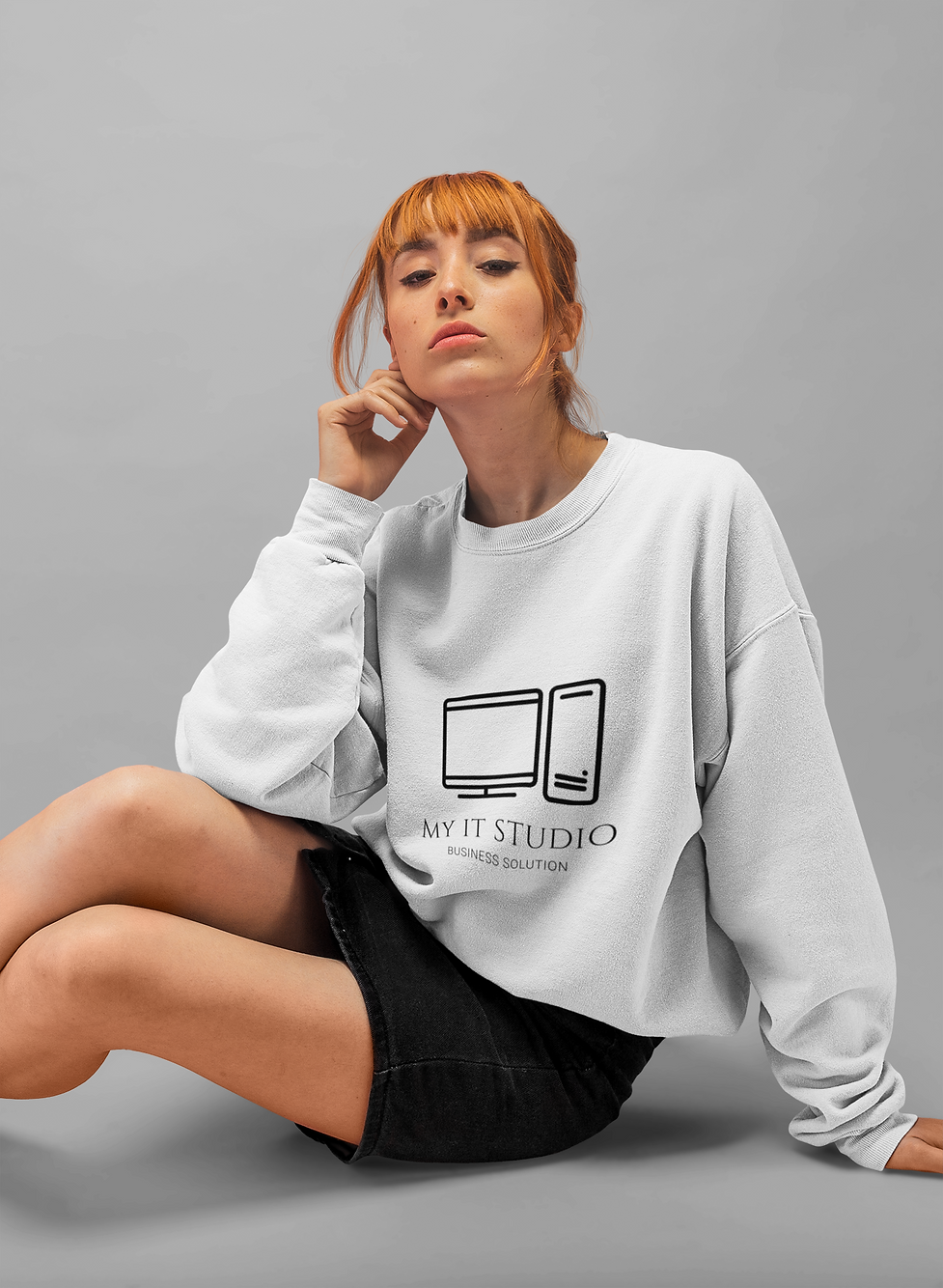 baggy-sweatshirt-mockup-of-a-girl-with-r