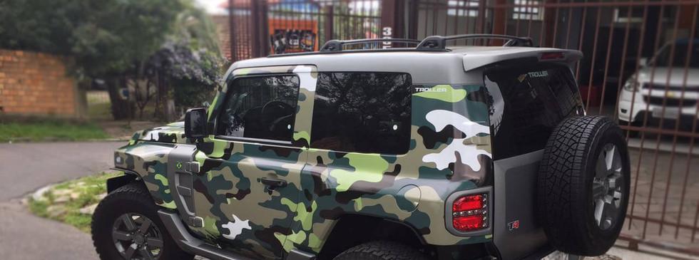 Carro adesivagem vinílica impressão com laminação fosca camuflada