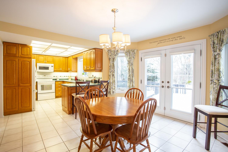 85 Laurendale kitchen