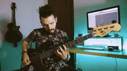 """Fugitive"" bass playthrough"