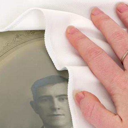 Бяла микрофибърна кърпа