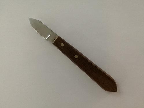 Нож с късо острие