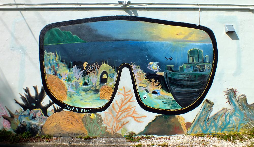 Diving mask mural