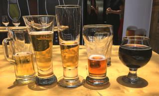 ¿Por qué la cerveza debe beberse en vaso?