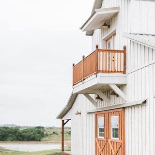 Balcony barn