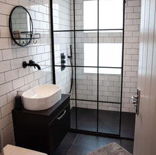 the black and white bathroom.jpg