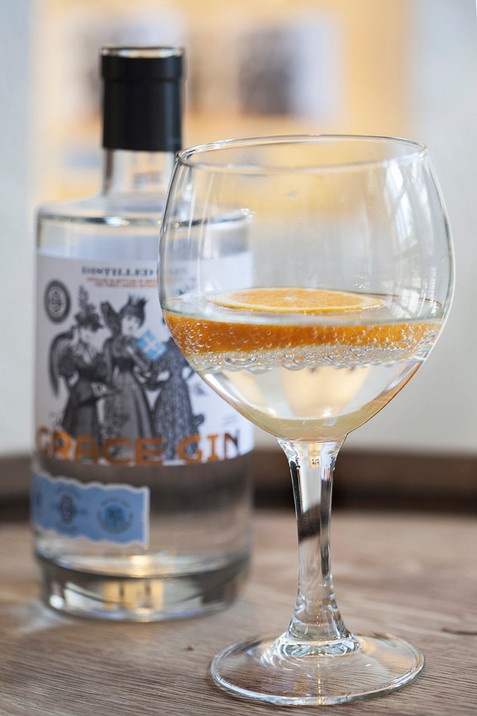 Grace Gin: Tο ελληνικό gin με βότανα που έφτιαξαν τρεις γυναίκες με πολύ μεράκι!