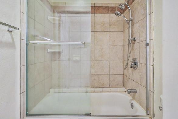 hHall Bath3.jpg